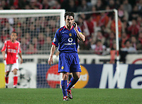 Photo: Lee Earle.<br /> Benfica v Manchester United. UEFA Champions League.<br /> 07/12/2005. United's Gary Neville looks dejected after Benfica go ahead.