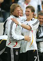 Fotball<br /> Landskamp<br /> Tyskland v Colombia<br /> 02.06.2006<br /> Foto: Witters/Digitalsport<br /> NORWAY ONLY<br /> <br /> Jubel 2:0 v.l. Oliver Kahn, Bastian Schweinsteiger Deutschland<br /> Laenderspiel Deutschland - Kolumbien