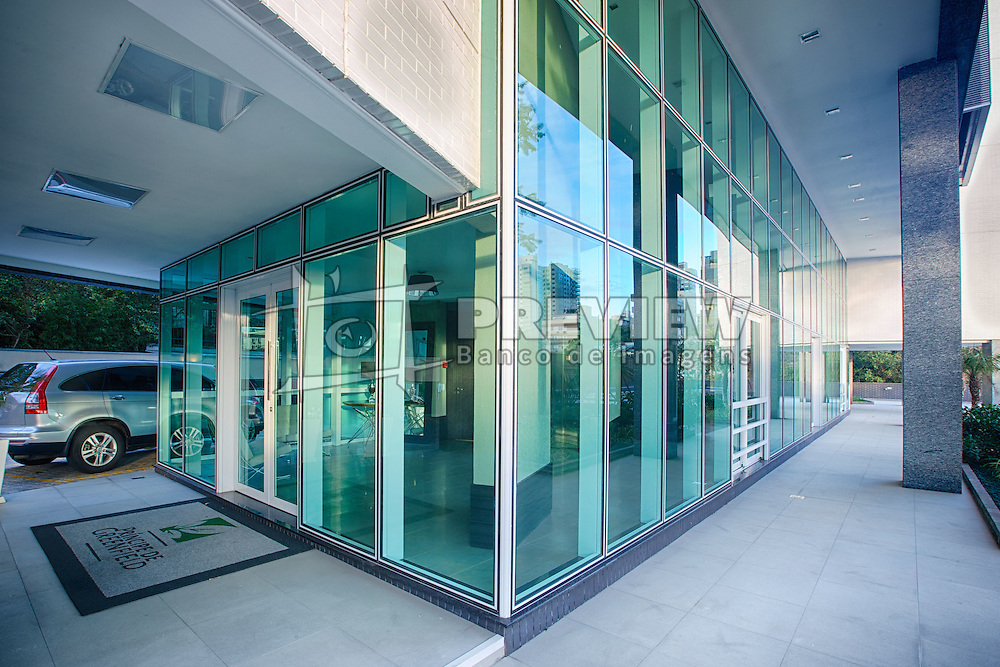 """Edifício Príncipe de Greenfield é o primeiro prédio de moradia com certificado verde do Brasil. Tem como principais elementos """"verdes"""": cisternas para coleta de água para reúso, painéis solares e caldeiras movidas a gás natural para o aquecimento de água, vidros duplos para melhor aproveitamento térmico e um amplo projeto paisagista. FOTO: Jefferson Bernardes / Preview.com"""
