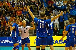 12-09-2010 VOLLEYBAL: EK KWALIFICATIE NEDERLAND - ESTLAND: ROTTERDAM<br /> De spelers van Estland zijn blij na het winnen van de tweede set en het bereiken van het EK<br /> ©2010-WWW.FOTOHOOGENDOORN.NL / Peter Schalk