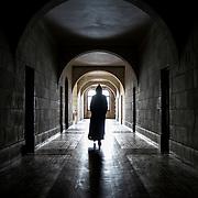 A monk is walking in the cell corridor of Solesmes abbey. 09-01-16<br /> Un moine marche dans le couloir qui dessert les cellules à l'abbaye de Solesmes. 09-01-16