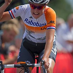 Emmen (NED) wielrennen<br /> Lucinda Brand wint de nationale titel bij de wegwedstrijd voor dames elite en neemt revanche voor het verlies van vorig jaar<br /> Emmen (NED) Wielrennen, Vrouwen<br /> In Emmen streden de wwielrenners om de nationale titels op de weg
