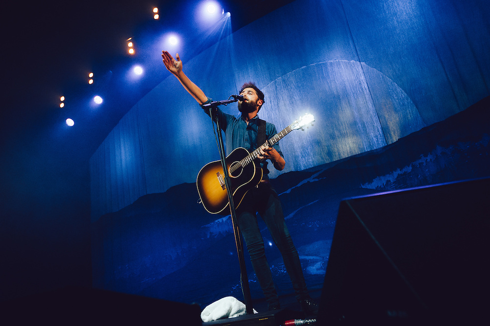 Passenger performing live at the Fox Theatre concert venue in Oakland, CA on September 10, 2015