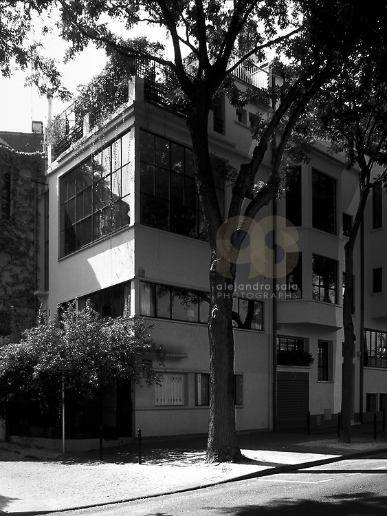 Paris, France, 1988 : Onzenfant Artist House (1922) at 83 Ave Reille  - Le Corbusier arch- Signed and editioned prints available at 50x40cm. Get and touch, for commercial uses or other sizes. Photographs by Alejandro Sala, (Historical archive AS)