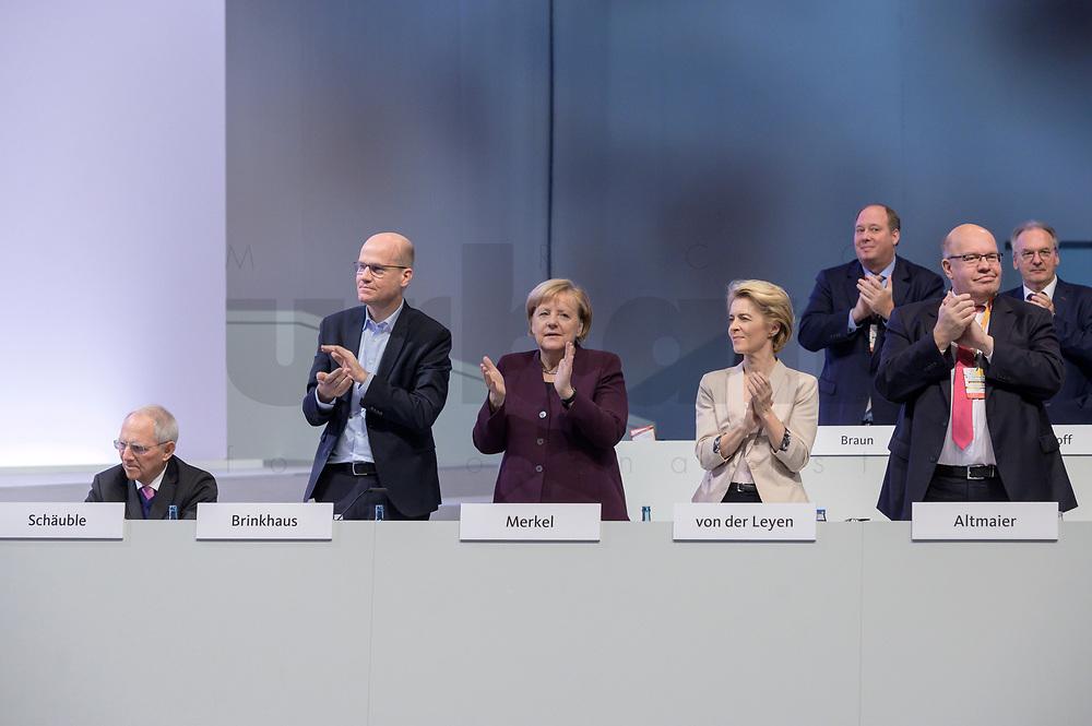 22 NOV 2019, LEIPZIG/GERMANY:<br /> Wolfgang Schaeuble, CDU, Praesident des Deutschen Bundestages, Ralph Brinkhaus, CDU, Vorsitzender der CDU/CSU Bundestagsfraktion, Angela Merkel, CDU, Bundeskanzlerin, Ursula von der Leyen, CDU, gewaehlte Praesidentin der Europaeischen Kommission, und Peter Altmeier, CDU, Bundeswirtschaftsminister, (v.L.n.R.), applaudiren nach der rede von K ramp-karrenabauer, CDU Bundesparteitag, CCL Leipzig<br /> IMAGE: 20191122-01-135<br /> KEYWORDS: Parteitag, party congress, Applaus, applaudiren, klatschen, Wolfgang Schäuble