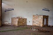 Tres Coracoes_MG, Brasil...Construcao abandonada em Tres Coracoes...A desert construction in Tres Coracoes...Foto: LEO DRUMOND / NITRO.....