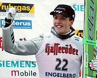 Hopp, 16.12.2001 Engelberg, Schweiz,<br />Der Schweizer Simon Ammann jubelt nach seinem 2.Platz <br />am Sonntag (16.12.2001) beim Weltcup Skispringen im schweizerischen Engelberg.<br />Foto. ANDY MILLER/Digitalsport