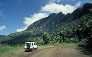 Geländewagen in Wildnis auf Hiva Oa, Französisch Polynesien * Off Road in wildernes on Hiva Oa, French Polynesia