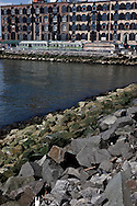 New York. Brooklyn. Red Hook .old tramways, the old docks are becoming a trendy area,   New York, Manhattan  United states  / le quartier de Red Hook . Brooklyn , les anciens docks au bord de la mer se transforment en quartier a la mode. vieux tramway Manhattan, New York  Etats unis