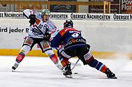 24.Feb.2012; Rapperswil-Jona; Eishockey NLA - Rapperswil-Jona Lakers - EV Zug; Dominic Lammer (L, Zug) gegen Cyrill Geyer (R, LAK)<br />  (Thomas Oswald)