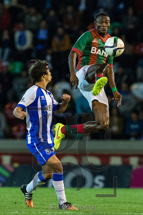 Portugal, FUNCHAL : Porto's Spanish midfielder Óliver (L)  vies with Maritimo's Nigerian forward Maazou (R ) during Portuguese League football match Maritimo vs F.C. Porto at Barreiros Stadium in Funchal on January  25, 2015. PHOTO/ GREGORIO CUNHA