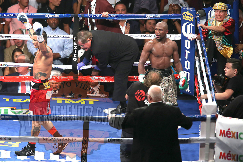 LAS VEGAS, NV - SEPTEMBER 13: (R-L) Floyd Mayweather Jr. looks at Marcos Maidana at the end of the 12th round of their WBC/WBA welterweight title fight at the MGM Grand Garden Arena on September 13, 2014 in Las Vegas, Nevada. (Photo by Alex Menendez/Getty Images) *** Local Caption *** Floyd Mayweather Jr; Marcos Maidana
