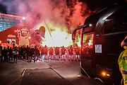 Fussball: 2. Bundesliga, FC St. Pauli - Hamburger SV, Hamburg, 01.03.2021<br /> St-Pauli-Fans vor dem Stadion, Ankunft Pauli-Bus<br /> © Torsten Helmke