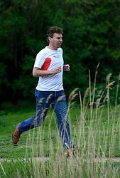 10-04-2014 NED: NY City Marathon training Vriendenloterij, Amsterdam<br /> In het Amsterdamse Vondelpark werden de eerste meters gelegd door de lopers van de vriendenloterij / Han