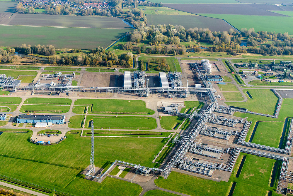 Nederland, Groningen, Gemeente Zuidhorn, 04-11-2018; Lokatie Grijpskerk van de Nam, Nederlandse Aardolie Maatschappij. Gaswinningslocatie en compressorstation. Tevens ondergrondse gasopslag.<br /> Omgeven dor NAM-park.<br /> Nam location, gas extraction location and compressor station. Also underground gas storage.<br /> luchtfoto (toeslag op standaard tarieven);<br /> aerial photo (additional fee required);<br /> copyright© foto/photo Siebe Swart