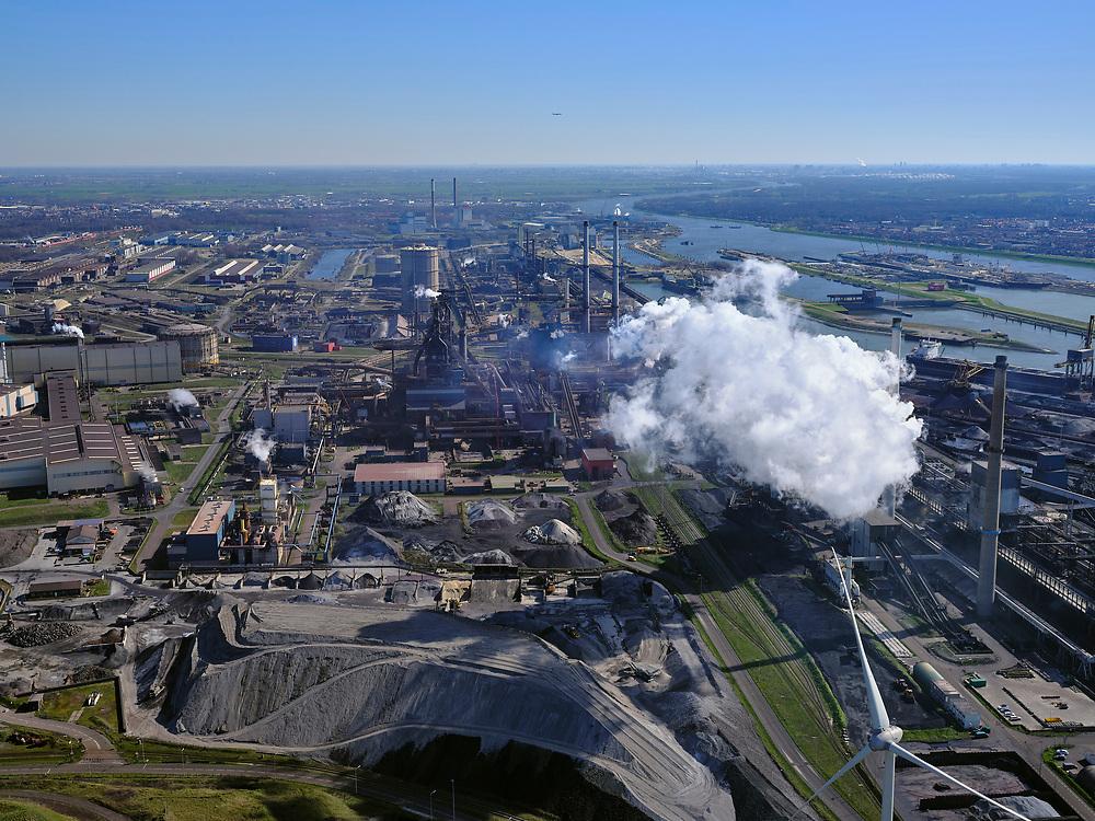 Nederland, Noord-Holland, IJmuiden, 23-03-2020; Velsen-Noord, Tata Steel. Zicht op de hoogovens (midden) met daar achter de gashouder, rechts met stoom de Kooksfabriek<br /> Tata Steel industrial site, steel works.<br /> luchtfoto (toeslag op standaard tarieven);<br /> aerial photo (additional fee required)<br /> copyright © 2020 foto/photo Siebe Swart