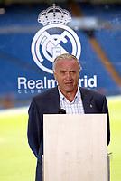 Fotball<br /> Real Madrid Feature<br /> Foto: imago/Digitalsport<br /> NORWAY ONLY<br /> <br /> 11.07.2005<br /> Jose Emilio Santamaria (Real Madrid) hält eine Rede