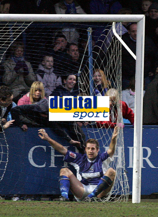 Fotball<br /> England 2004/2005<br /> Foto: SBI/Digitalsport<br /> NORWAY ONLY<br /> <br /> Macclesfield Town v Yeovil Town, Macclesfield. Coca Cola League Two. 05/02/2005. <br /> <br /> Jon Parkin misses a sitter that would have made it 3-0.