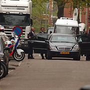 Begrafenis Pim Fortuyn, Groen Links lijsttrekker Paul Rosenmuller verlaat kerk achterzijde