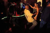 Belize. Belize City.<br /> Gente bailando en la Discoteca Edén.<br /> <br /> © JOAN COSTA