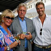 NLD/Amsterdam/20100708 - Presentatie juwelen Sheila de Vries bij MK Jewelry, Sheila de Vries en partner Tom de Vries met zoon Gideon