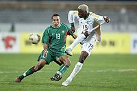 Fotball<br /> African Nations Cup 2004<br /> Afrika Mesterskapet<br /> Foto: Digitalsport<br /> Norway Only<br /> <br /> FIRST ROUND - GROUP D - 040204<br /> MOROCCO v SOUTH AFRICA<br /> MAROKKO v SØR AFRIKA<br /> <br /> SIBUSISO ZUMA (RSA) / HOUCINE KHARJA (MOR)