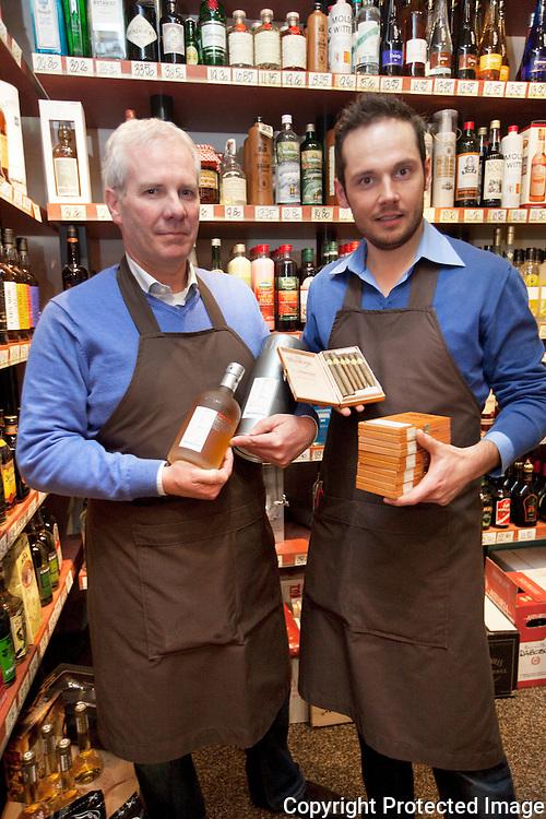 369974-Huis Hardies bestaat 25 jaar en organiseert sigarentasting-Uitbaaters Eric Hardies en Mattias De Regge-Rondplein Mol