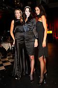 Glamour Awards 2008 in De Wintertuin, NH Grand Hotel Krasnapolsky te Amsterdam .<br /> <br /> Op de foto:  Irene van de Laar krijgt uit handen van MIcky Hoogendijk en topmodel een kristalen tiara voor glamourpersoonlijkheid van het jaar