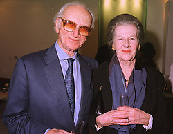 SIR PETER & LADY O'SULLEVAN at a party in London on 19th January 1999.<br /> MNG 22