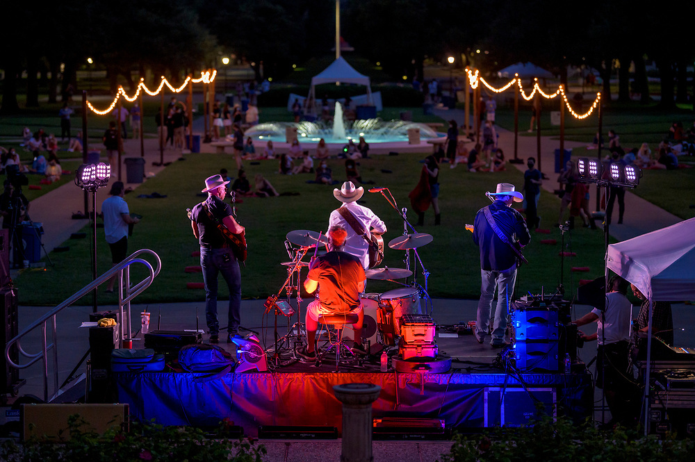 SMU students listen to live music on the first night of Perunapalooza, Monday, September 7, 2020 on the Main Quadrangle of the SMU Campus. Sam Shupak opened for Clay Hollis during the outdoor concert.