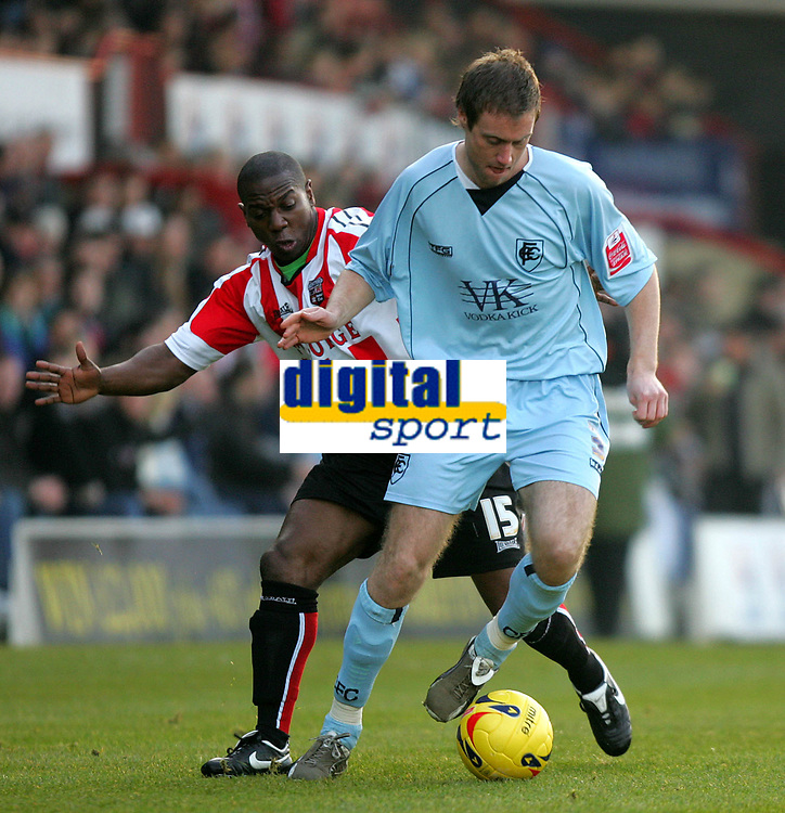 Photo: Frances Leader.<br />Brentford v Chesterfield. Coca Cola League 1. <br />10/12/2005.<br />Chesterfield's Alan O'Hare (R) against Brentford's Isaiah Rankin