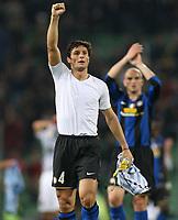 """Javier Zanetti esultanza finale<br /> Udine 05-04-2009 Stadio """"Friuli""""<br /> Campionato Serie A 2008-2009<br /> Udinese-Inter<br /> foto Prater Insidefoto"""