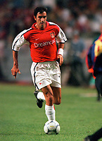 Robert Pires (Arsenal). Arsenal v FC Barcelona, The Amsterdam Tournament, Amsterdam Arena, Holland, 3/8/2000. Credit Colorsport / Stuart MacFarlane.