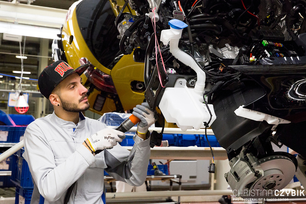 Produktion im VW Werk: Montage Drehgänge / 090317<br /> <br /> <br /> ***Production of VW cars such as Golf and E Golf at the factory in Wolfsburg, Germany on March 9, 2017***