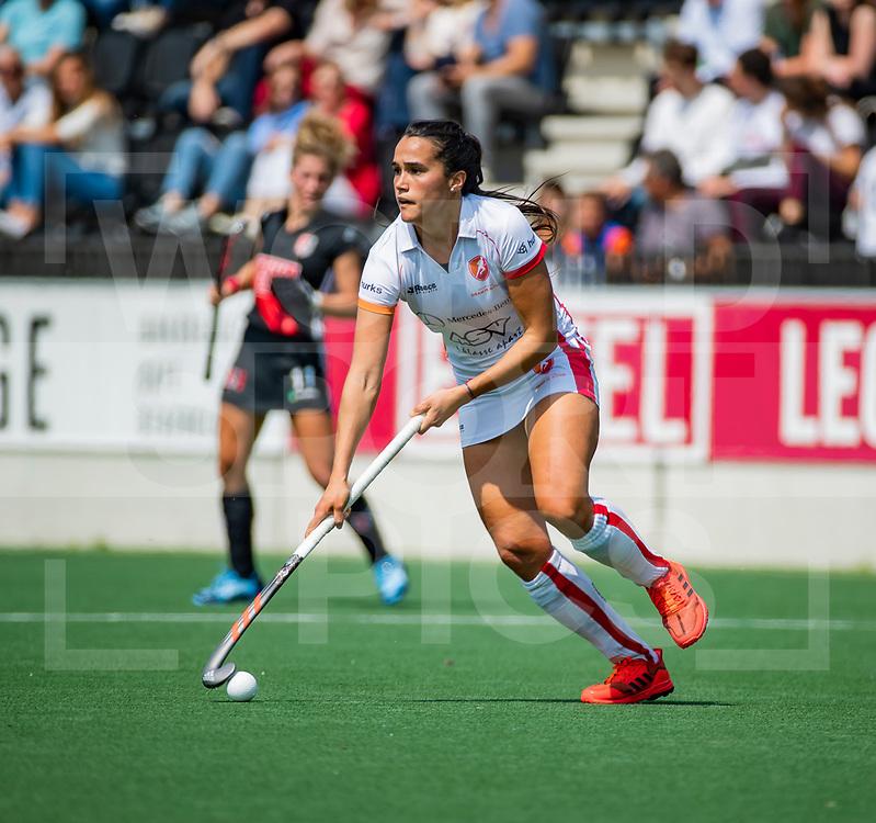 AMSTELVEEN  -  Argentijnse Maria Jose Granatto (OR)     tijdens de play-offs hoofdklasse  dames , Amsterdam-Oranje Rood (1-1).   Amsterdam wint de shoot outs en gaat door naar de finale.  COPYRIGHT  KOEN SUYK