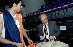 01-06-2006 VOLLEYBAL: EK KWALIFICATIE: NEDERLAND - ZWEDEN: ROTTERDAM<br /> Nederland wint het eerste duel van de EK kwalificatie reeks met 3-0 / Jan Koehorst<br /> ©2006-WWW.FOTOHOOGENDOORN.NL
