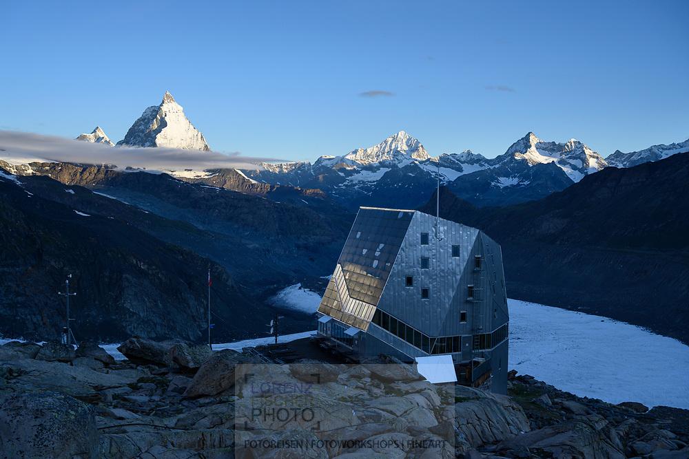 Die Monte-Rosa-Hütte mit dem Grenz- und Gornergletscher und dem Matterhorn; Zermatt, Wallis, Schweiz / <br /> <br />  The Monte Rosa Hut with the Grenz and Gorner Glaciers and the Matterhorn; Zermatt, Valais, Switzerland