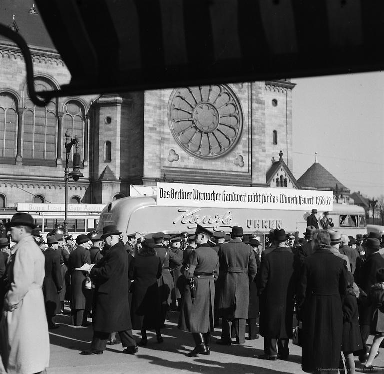 Winkenholp Street Concert and Collection, Berlin, 1938