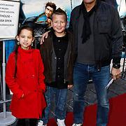 NLD/Amsterdam/20100321 -  Inloop premiere Hoe Tem je een draak, Mike Kepel met dochter Mila en .......