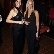 Uitreiking populariteitsprijs 2004, Denise Boekhoff en vriendin