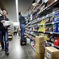 Nederland, Amsterdam , 3 maart 2011..Volgende week woensdag wordt in de Westerstraat een nieuwe Jumbo Supermarkt geopend..De laatste voorbereidingen worden getroffen...Foto:Jean-Pierre Jans