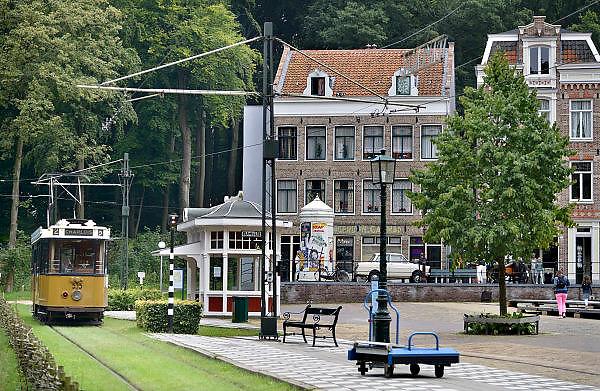 Nederland, Arnhem, 21-8-2014Nederlands Openluchtmuseum. De Zaanse Schans, oud Hollandse bouwkunst. Tram,trammetje,ret,jordaan,amsterdam,amsterdams,amstrerdamse,huizen,gracht,pandFoto: Flip Franssen/Hollandse Hoogte