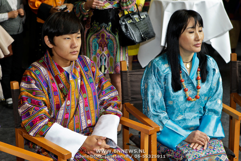 NLD/Laren/20100508 - Koningin Tshering Pem Wangchuck van Bhutan bezoekt Laren, Ashi  Chimi Yamgzam,