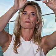 NLD/Amsterdam/20160829 - Seizoenspresentatie RTL 2016 / 2017, Lieke van Lexmond spreekt boodschap in op haar iphone