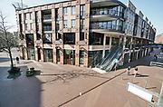 Nederland, Nijmegen, 7-4-2020 De binnenstad van Nijmegen is zo goed als leeg . Het is duidelijk rustiger en stiller in de straten, winkelstraten van het centrum in de stad . Mensen blijven thuis om zo min mogelijk risico te nemen ivm het corona virus . Terrassen zijn gesloten. Foto: Flip Franssen