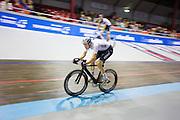 Nikki Terpstra tijdens een koppelkoers. In Amsterdam vindt de Zesdaagse van Amsterdam plaats, een groots wielerevenement in het velodrome.<br /> <br /> Nikki Terpstra at the Six Days of Amsterdam, a major cycling event in the velodrome.