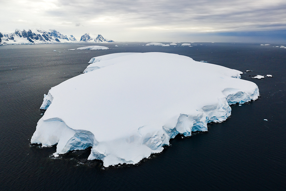 Snow covered island in Antsarctica, So much snow, it is unpossible to land.