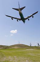 AMSTERDAM Schiphol- vliegtuig ben de baan .International Golf & Country Club bij Schiphol. Baan van Burggolf,. FOTOGRAFIE KOEN SUYK