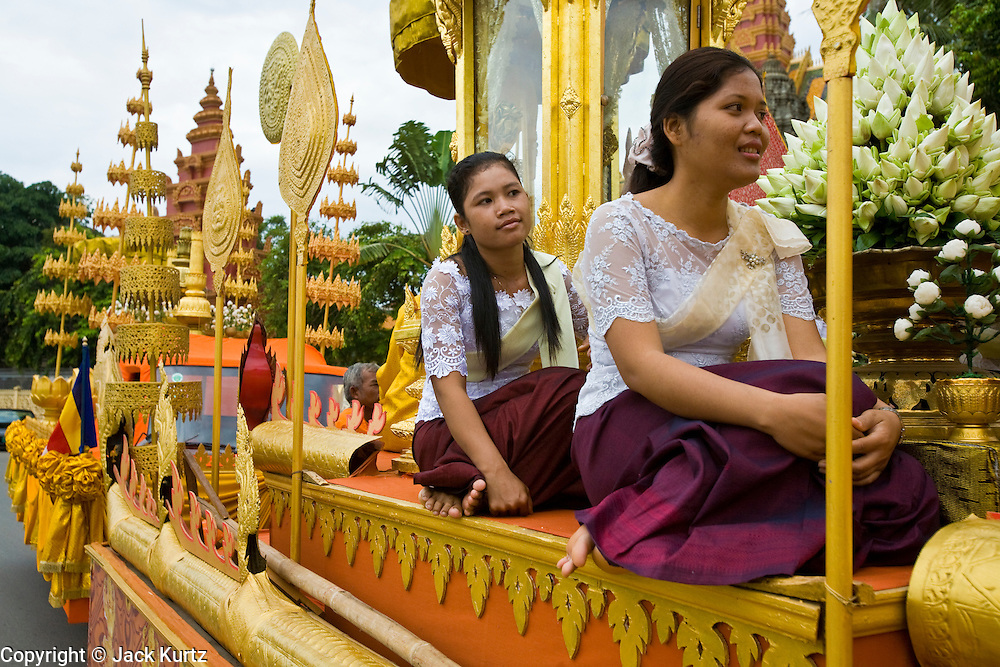 04 JULY 2006 - PHNOM PENH, CAMBODIA: Attendants of the Cambodian Royal Court wait for a royal procession to start. The procession was to mark the arrival in Cambodia of United Nations judges that will preside at the criminal trials of surviving members of the former Khmer Rouge regime. Photo by Jack Kurtz