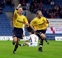 Photo: Richard Lane.<br />Oxford United v Carlisle United. Nationwide Division Three. 13/12/2003.<br />Matt Robinson celebrates scoring Oxford's first goal.